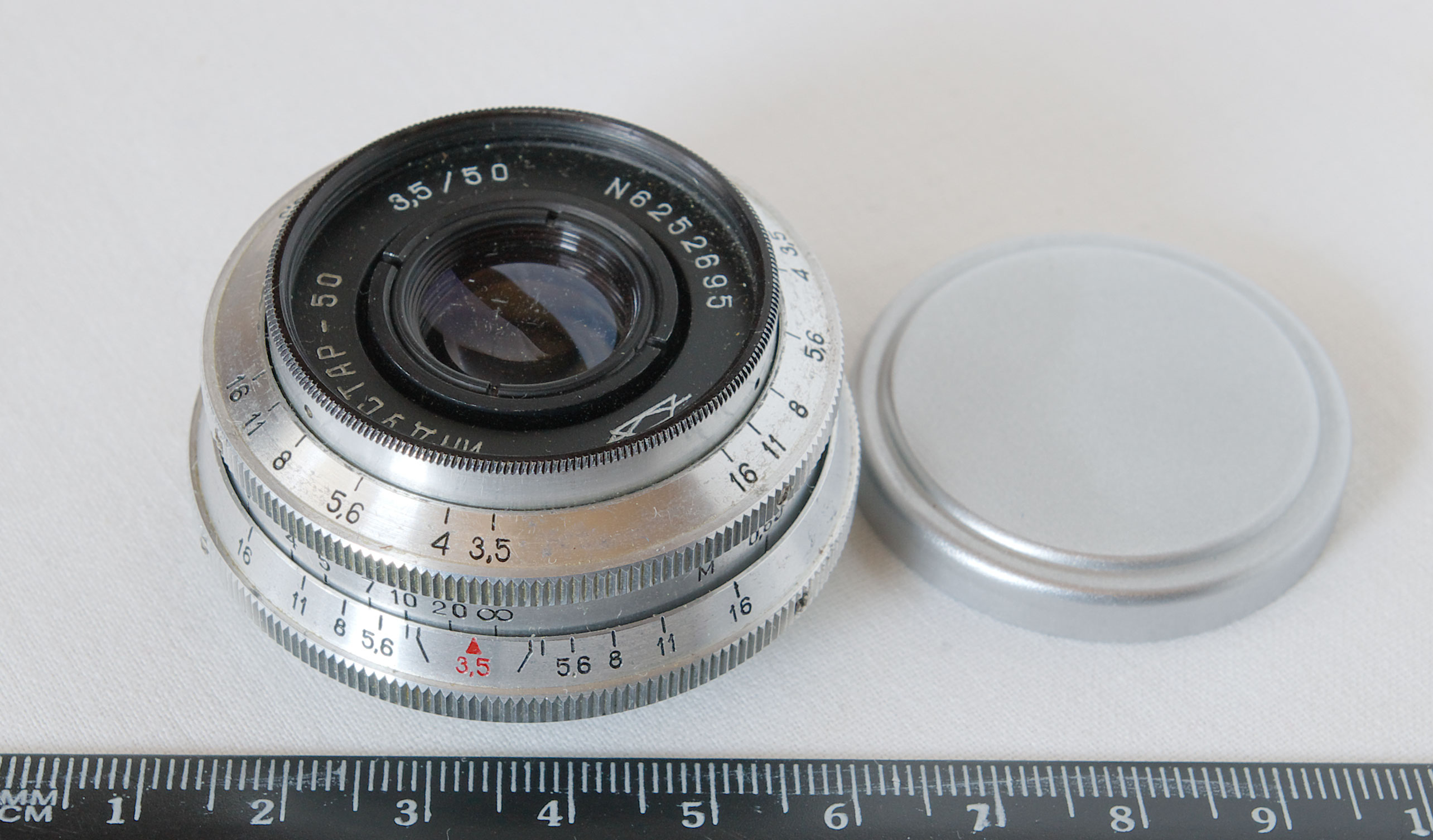 https://upload.wikimedia.org/wikipedia/commons/3/39/Industar50_SLR_M39.jpg