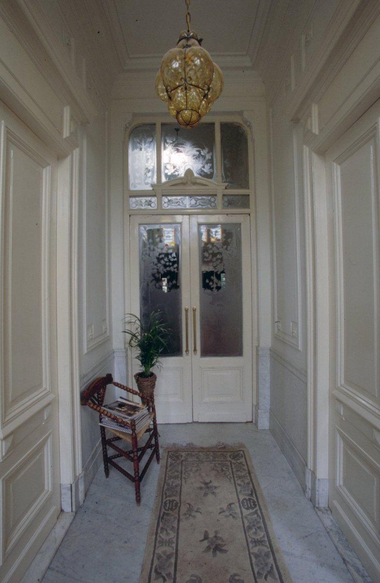 Datei interieur overzicht hal met glasdeuren tilburg for Interieur niederlande