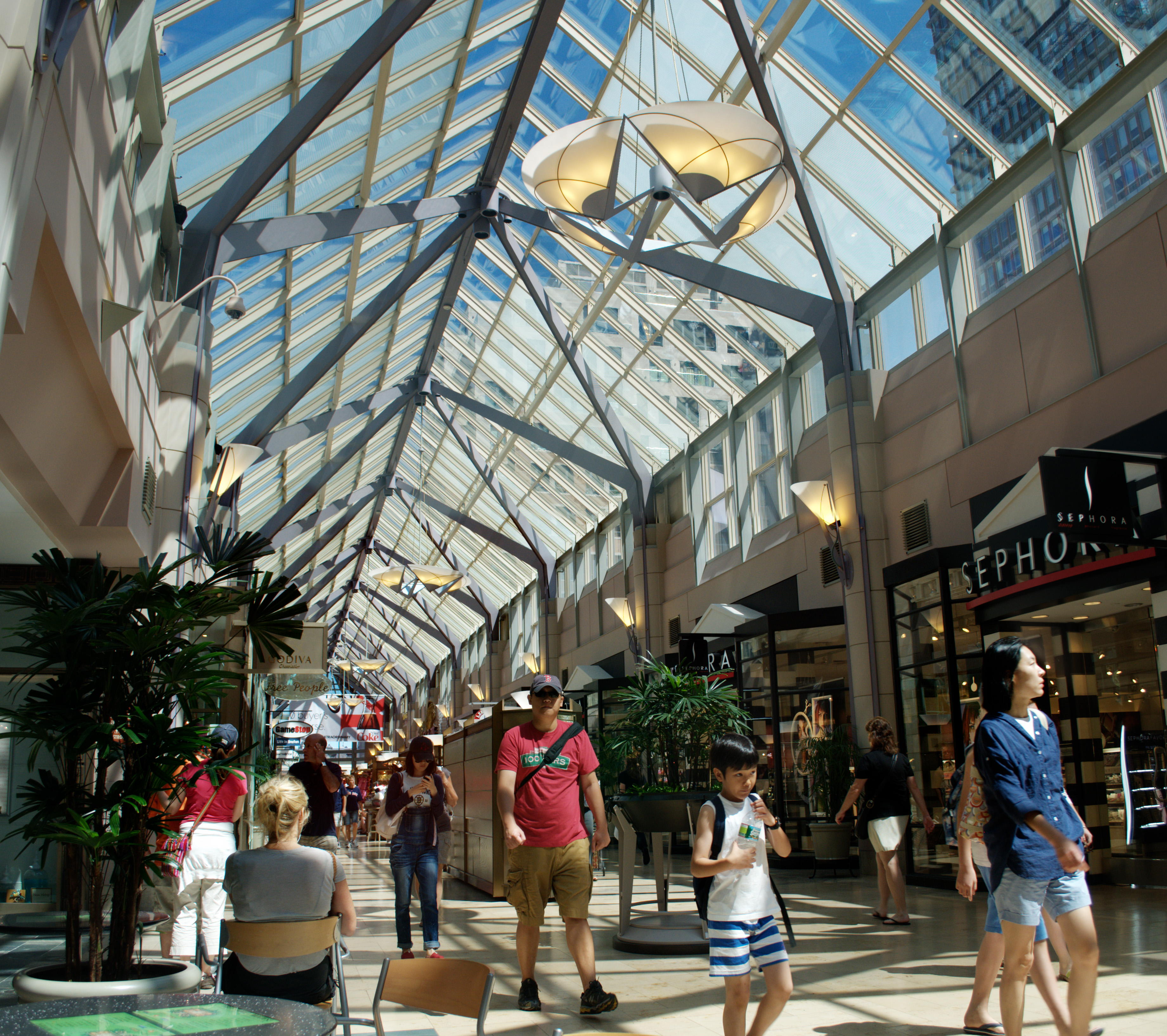 The Shops at Prudential Center - Wikipedia on riverside mall map, washington square mall map, milton mall map, phoenix mall map, washington street mall map, woodland mall map, chestnut hill mall map, broadway mall map, burlington mall map,