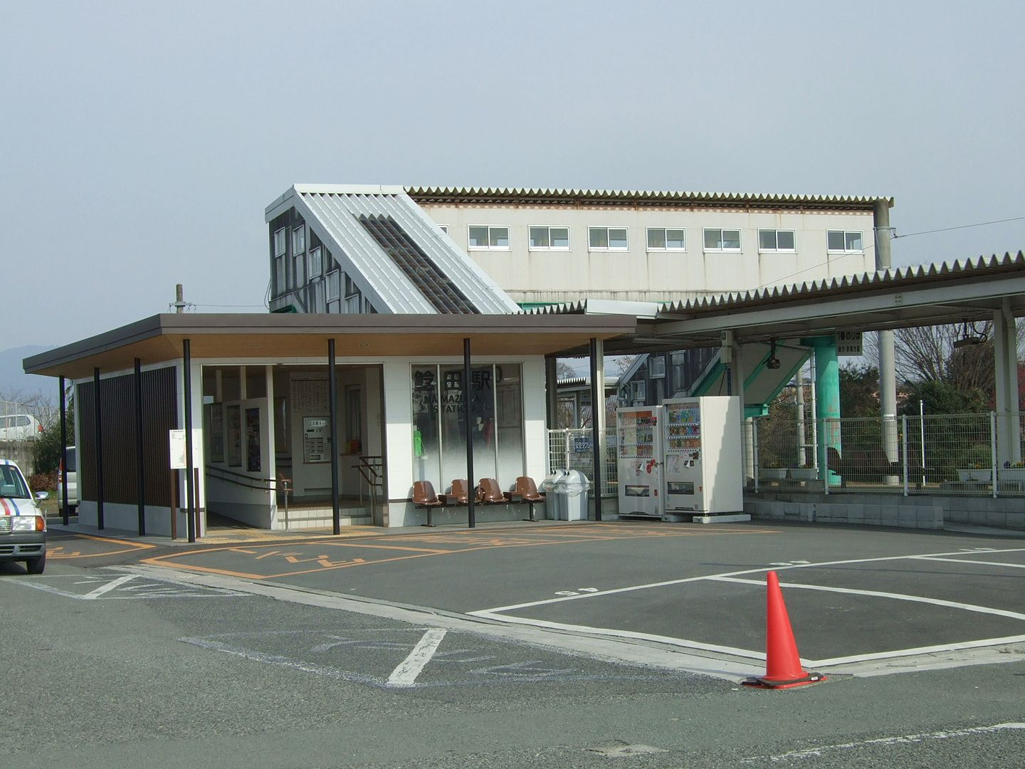 http://upload.wikimedia.org/wikipedia/commons/3/39/JRKyushu_Namazuta_Station02.jpg