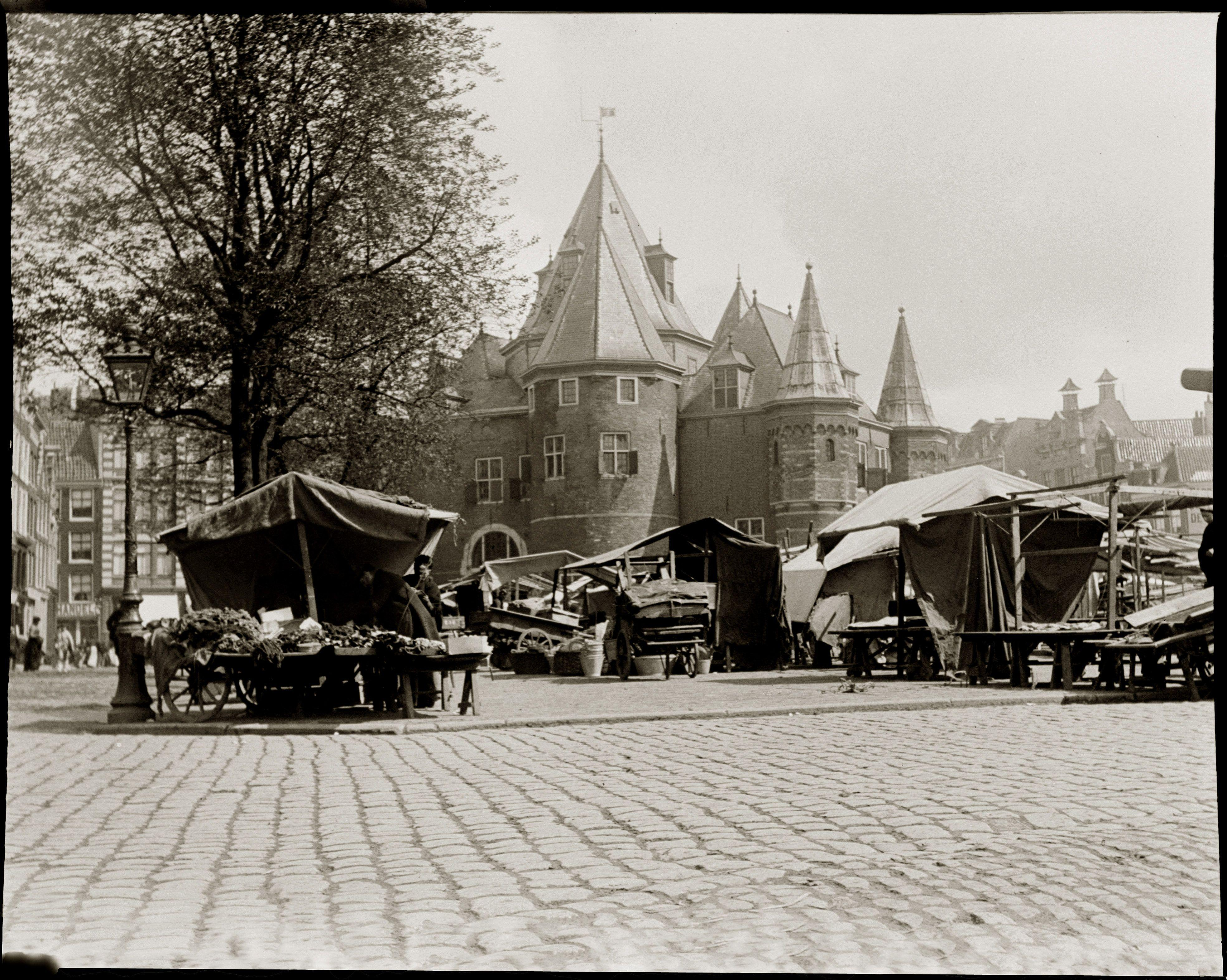 File:Jacob Olie - Nieuwmarkt Amsterdam september 1902.jpeg