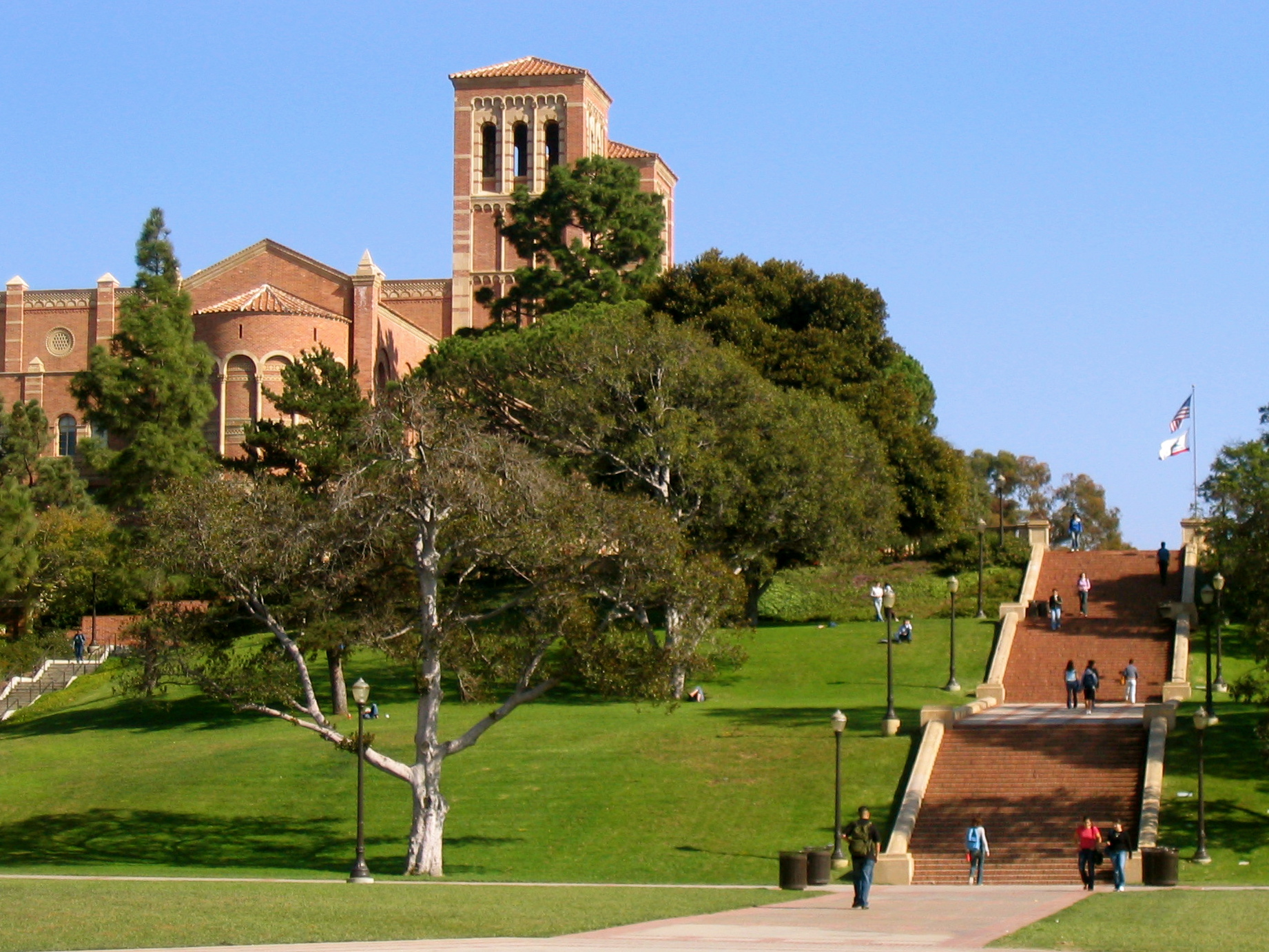 File:Janss Steps, Royce Hall In Background, UCLA