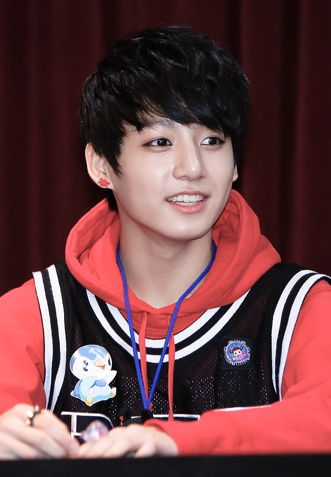 filejeon jungkook at an fansign on july 14 2013