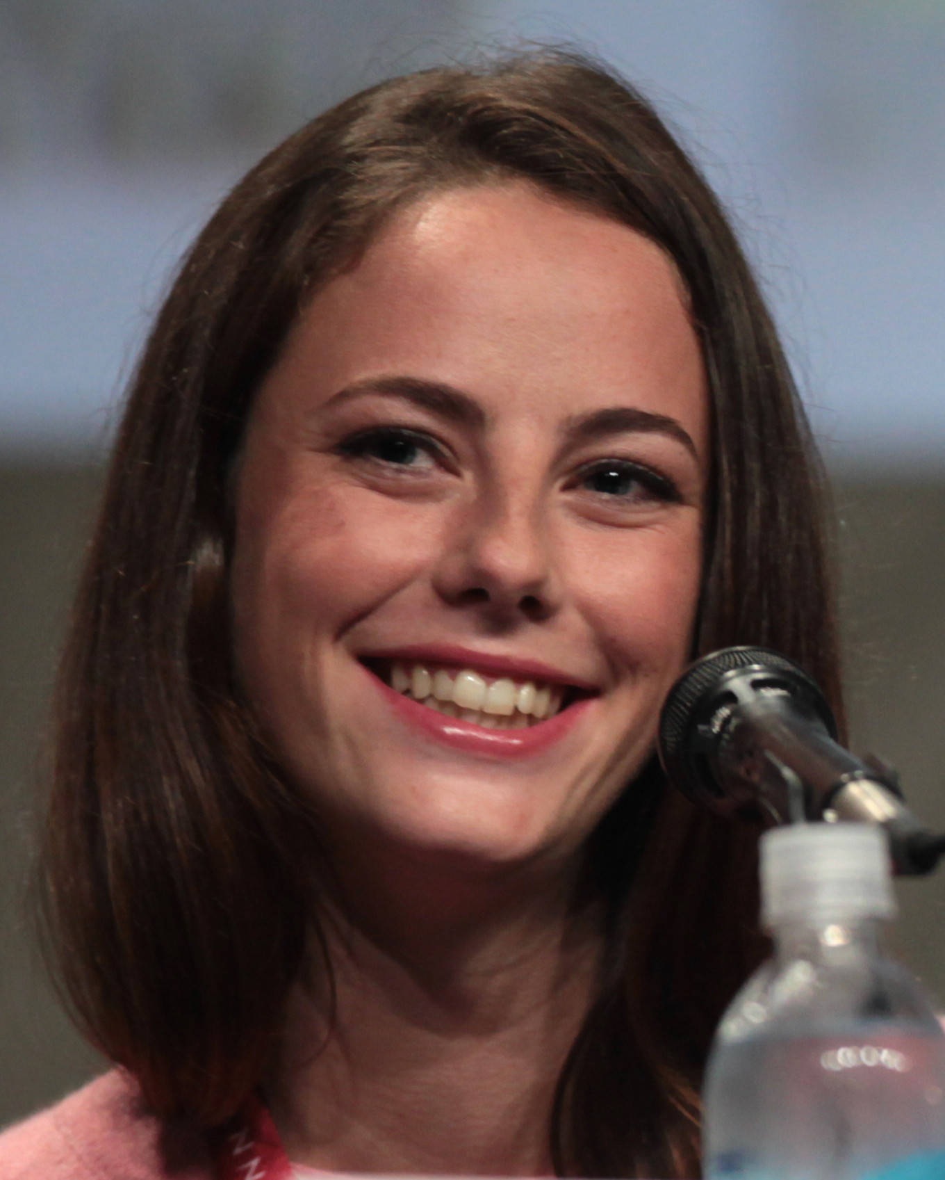 The 26-year old daughter of father Roger Humphrey and mother Katia Scodelario Kaya Scodelario in 2018 photo. Kaya Scodelario earned a 0.6 million dollar salary - leaving the net worth at 5 million in 2018