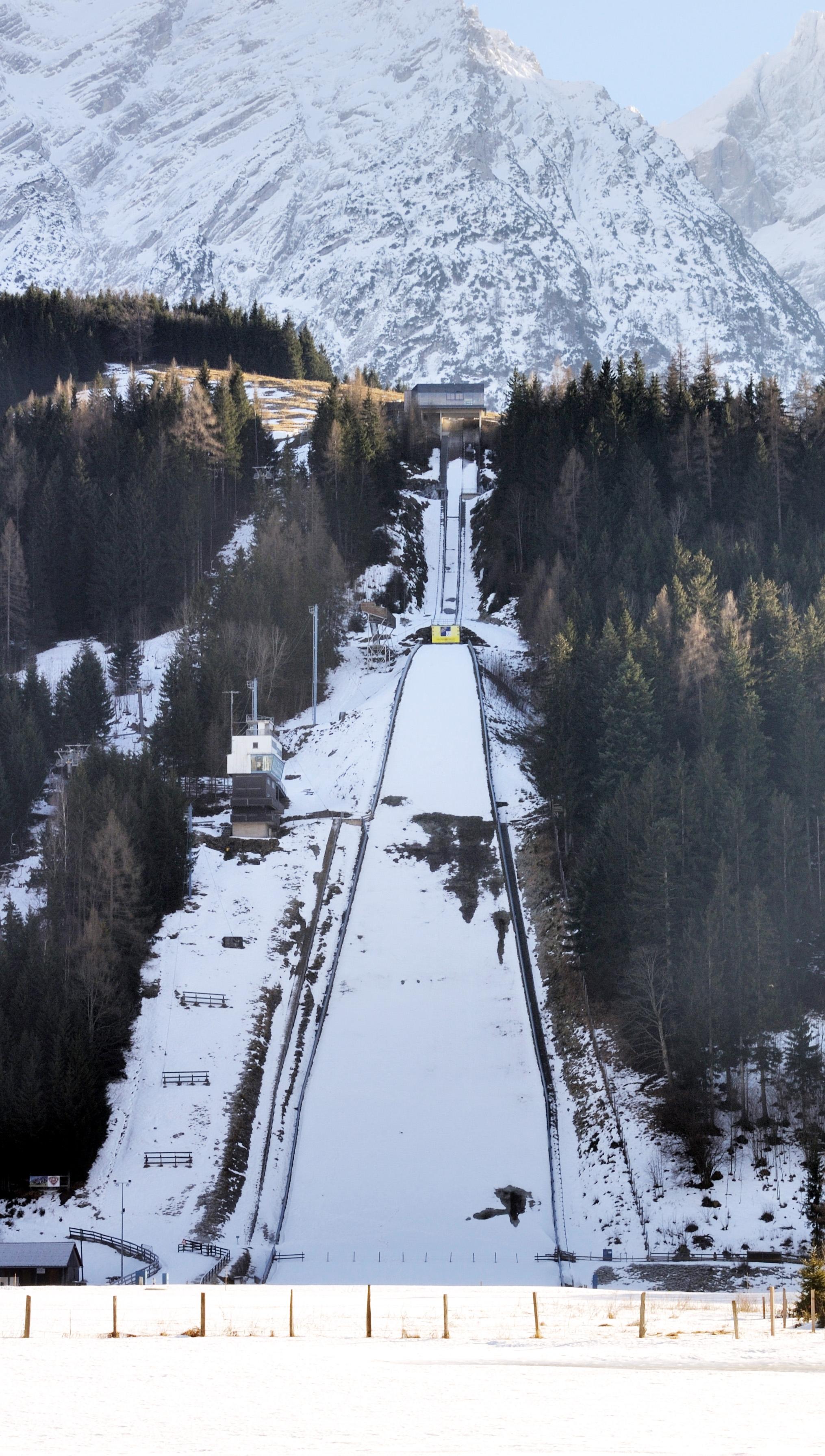 File:Kulm - Skiflugschanze2.jpg - Wikimedia Commons