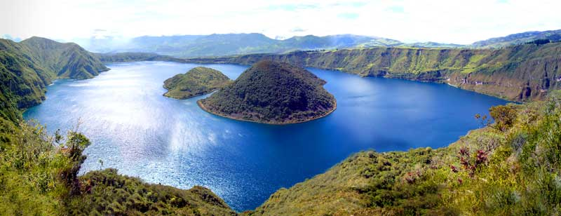 http://upload.wikimedia.org/wikipedia/commons/3/39/Laguna_Cuicocha.jpg