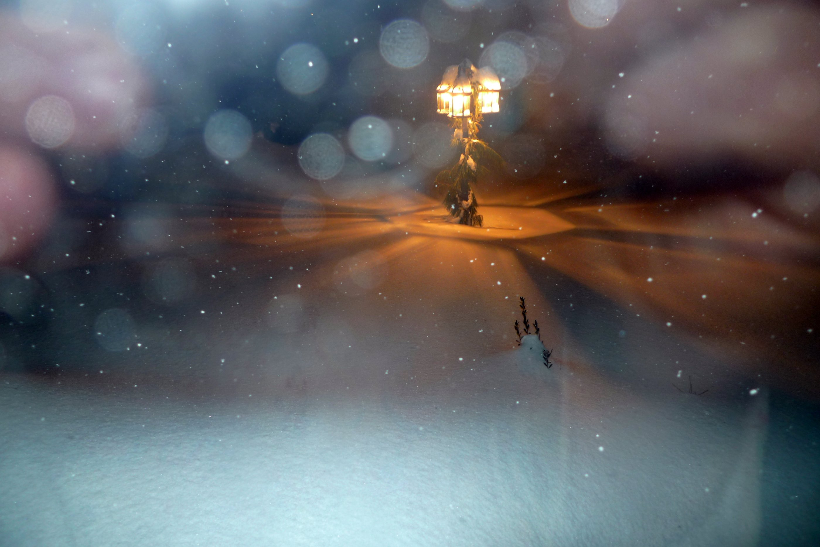 File:Lamppost in Night Snow.jpg - Wikimedia Commons for Lamp Post At Night Snow  150ifm