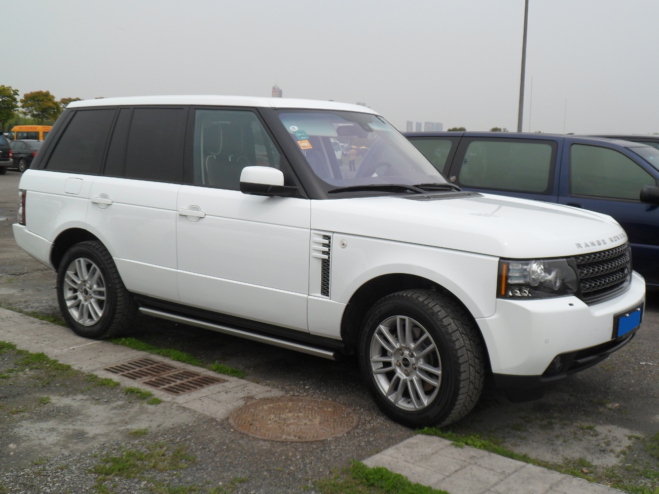 file land rover range rover l322 facelift china 2012 04 wikimedia commons. Black Bedroom Furniture Sets. Home Design Ideas