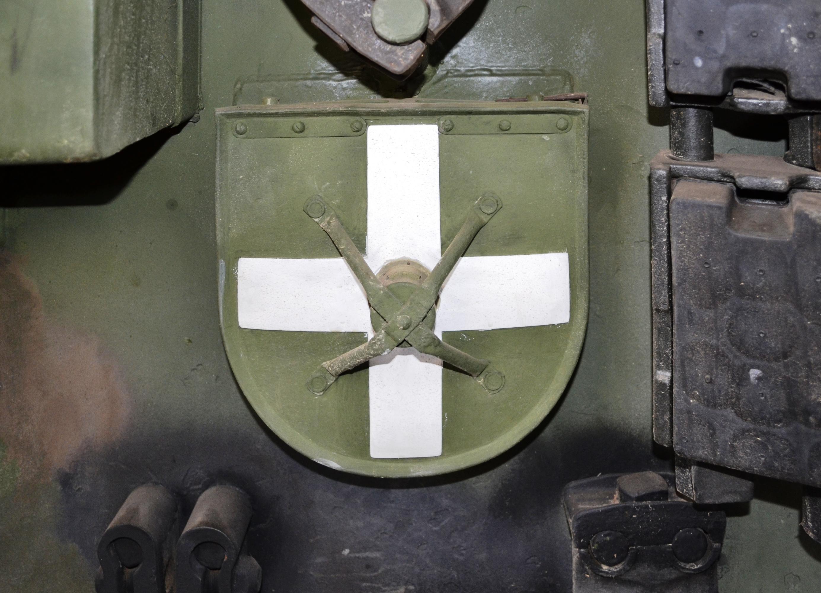 Establecimiento de la linea de ensamble de Vehículo Táctico Blindado DN-XI (Actualizado 19/07/13) Meta fabricar 200 VTB anuales al 2014. - Página 23 Leitkreuz,_Leopard_1A2