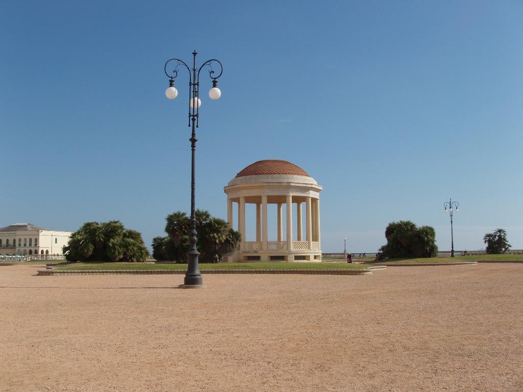 File:Livorno-Terrazza Mascagni.JPG - Wikimedia Commons