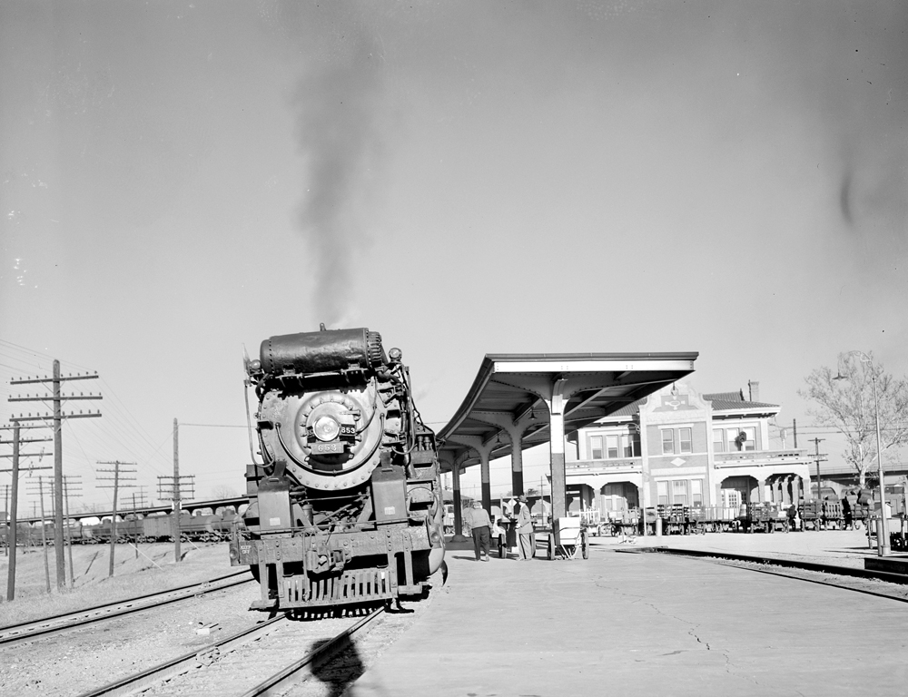 File:Locomotive 653 at Depot, Texas and Pacific Railway ... Pacific Railway Company