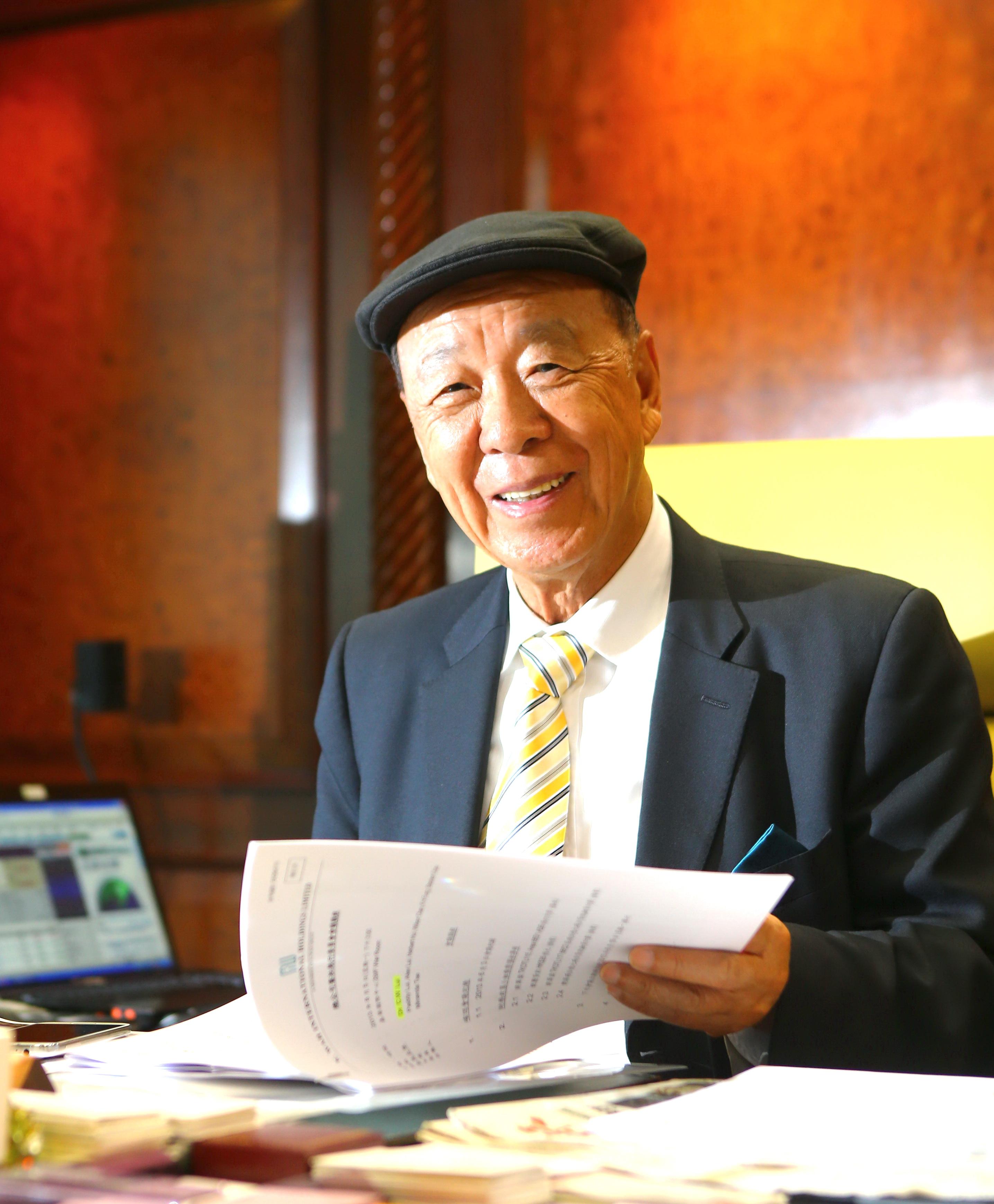 Lui Che-woo - Wikipedia