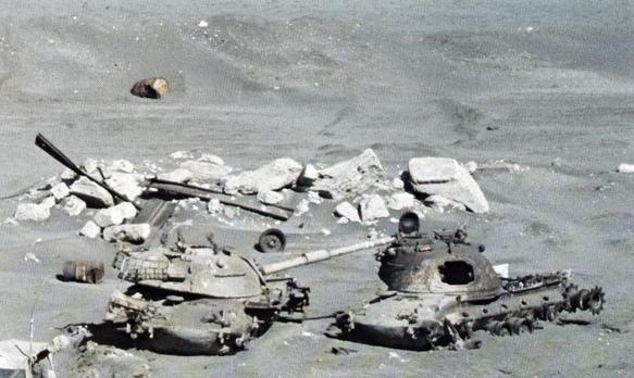 M48 tank wrecks at Suez Canal 1981.jpg