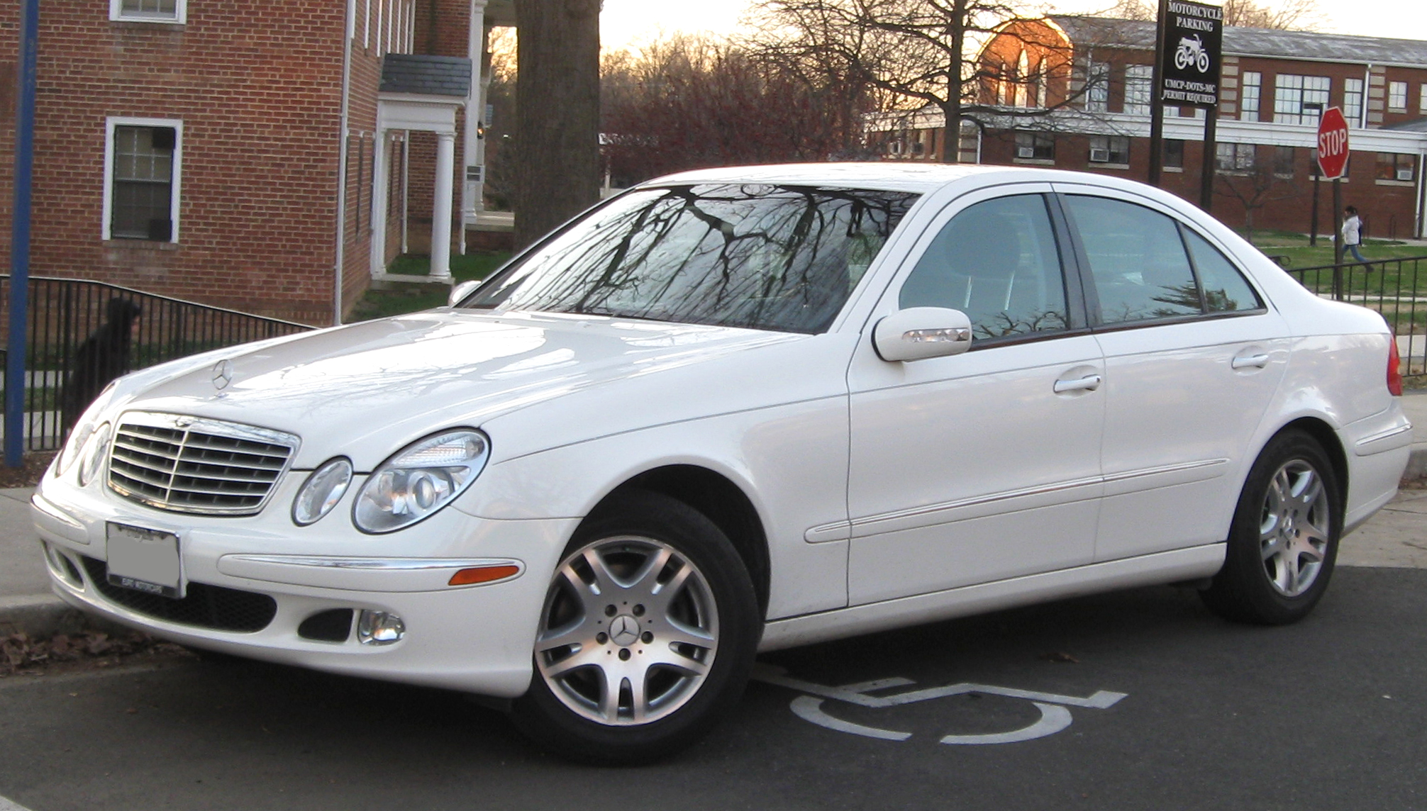 File Mercedes Benz E320 1 12 17 2009 Jpg Wikimedia