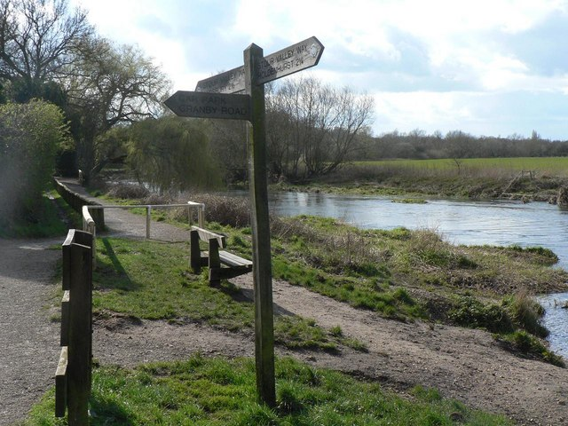 Muscliff, Stour Valley Way - geograph.org.uk - 734904