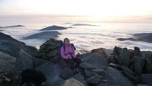File:New Year's Eve 2008 Total Cloud Inversion Bow Fell Summit - geograph.org.uk - 1101108.jpg