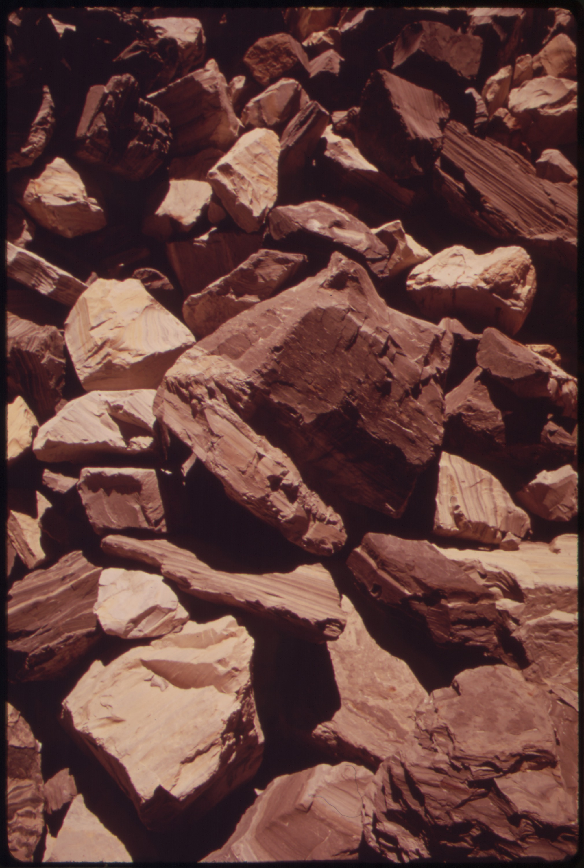 file oil shale it is the kerogen in this rock which when heated to 900 f yields oil nara. Black Bedroom Furniture Sets. Home Design Ideas
