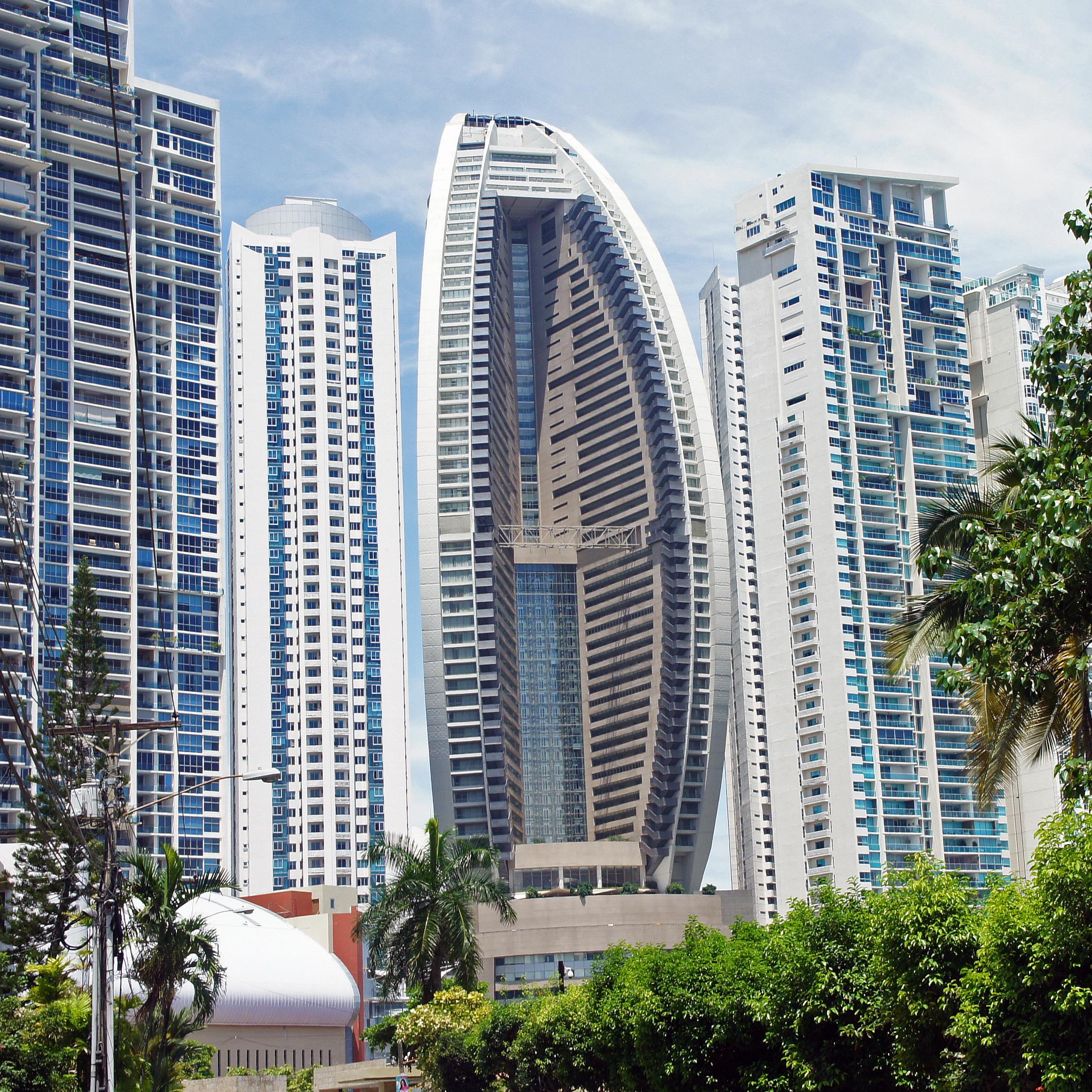 Description Panama 08 2013 Trump Ocean Club Tower 7090.JPG