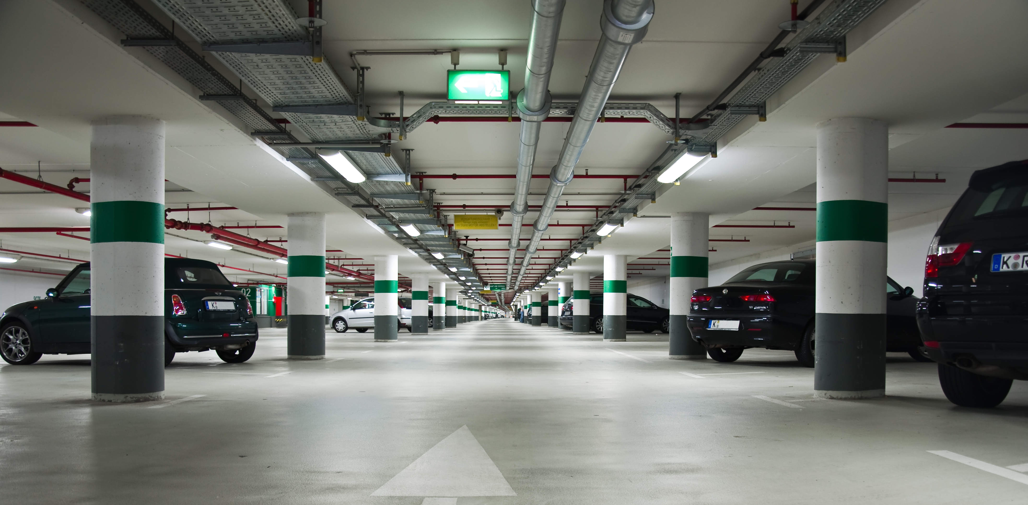 File parkhaus wikimedia commons for Luminaire de garage