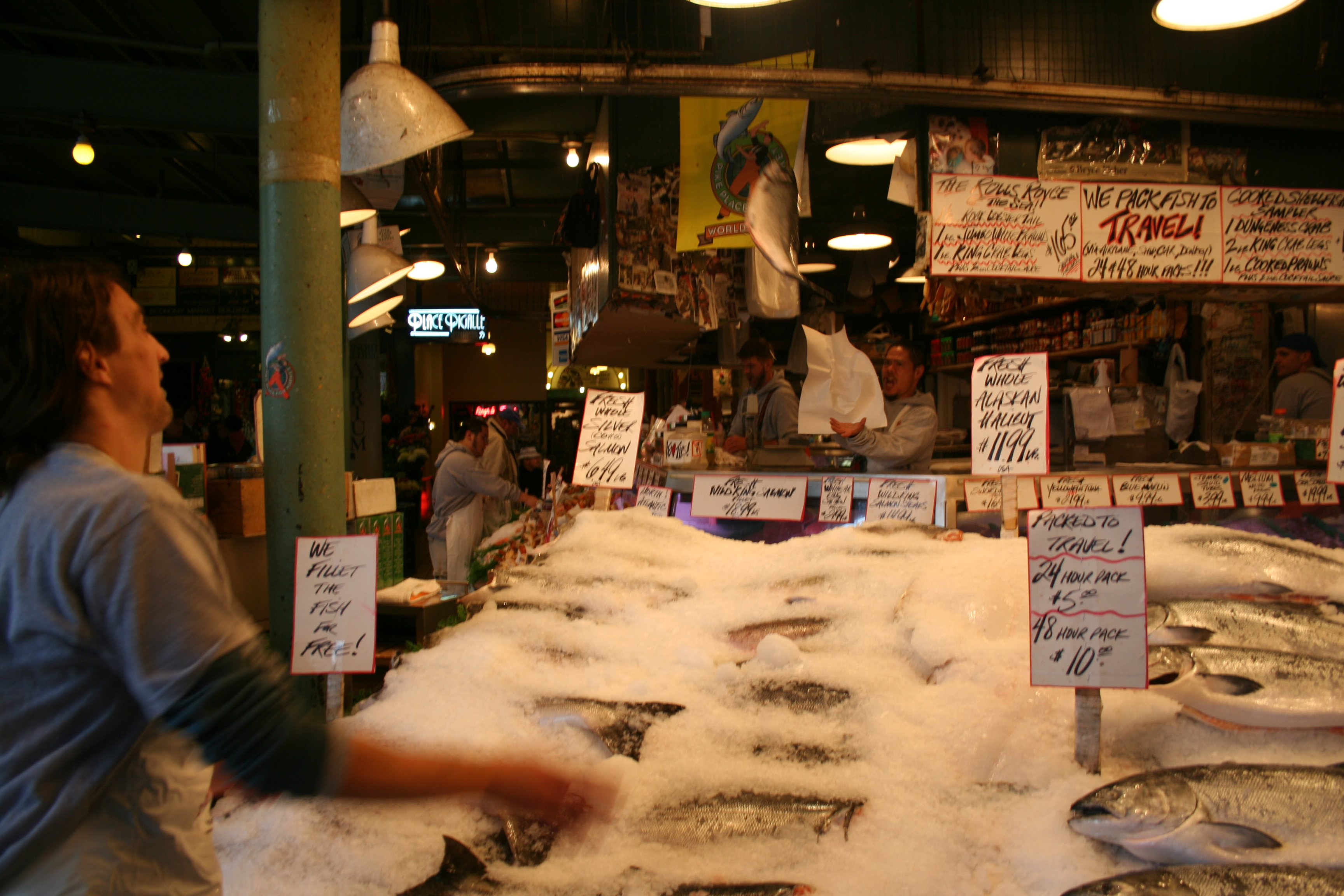 Pike place fish market wiki everipedia for Pike place fish market video