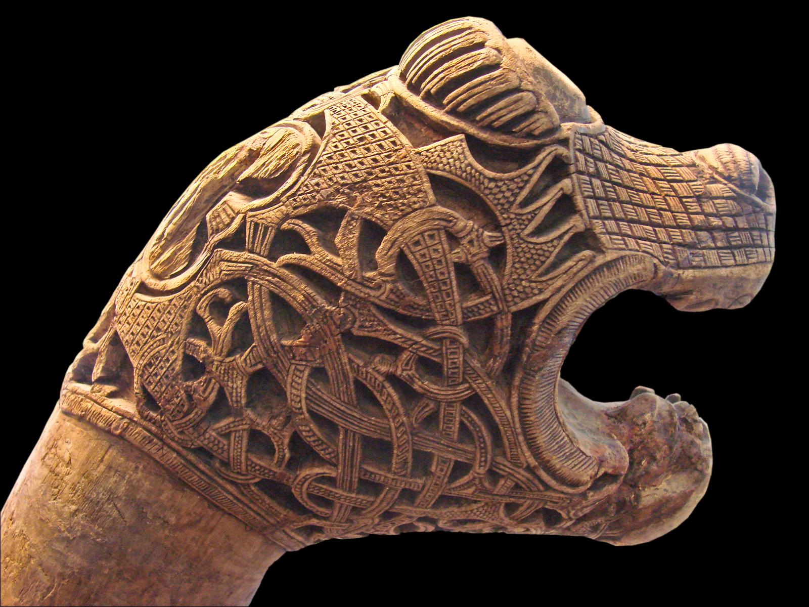 File poteau à tête animale tombe viking doseberg