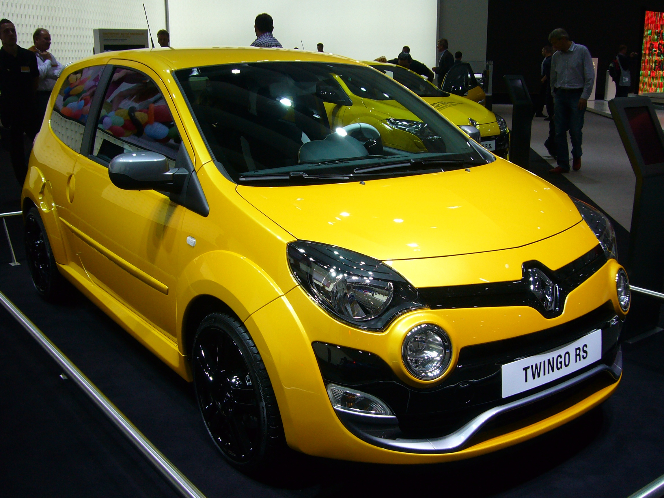 file renault twingo rs phase ii front quarter jpg. Black Bedroom Furniture Sets. Home Design Ideas