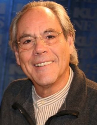 The 78-year old son of father (?) and mother(?) Robert Klein in 2020 photo. Robert Klein earned a million dollar salary - leaving the net worth at 10 million in 2020