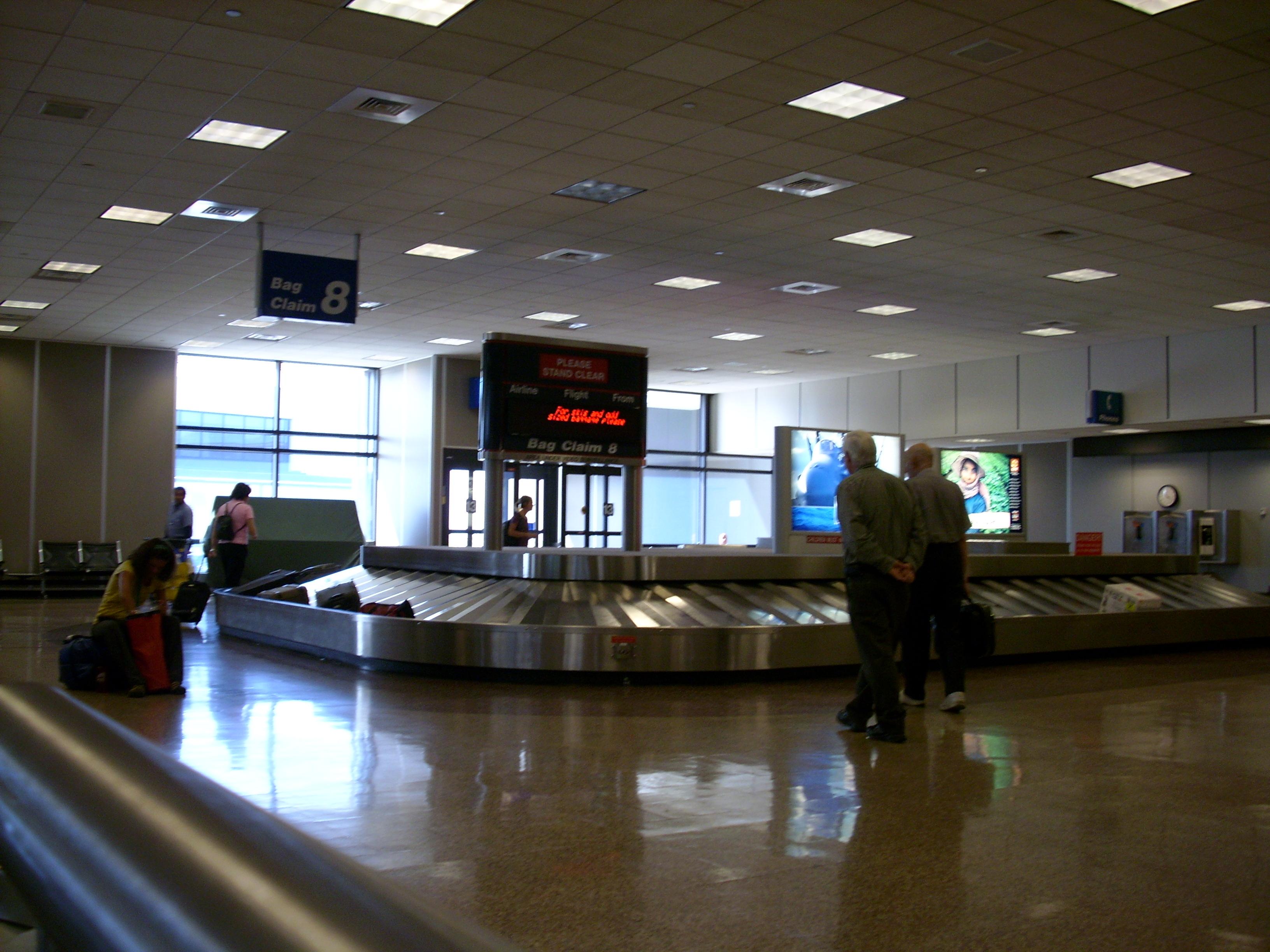 Файлslc airport baggage claimjpg � Википедия