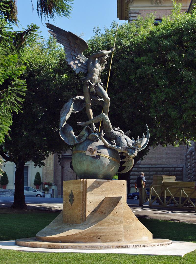 File san michele arcangelo monumento nei giardini for Laghetti nei giardini