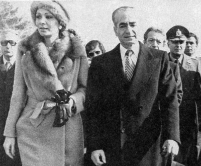 Shah and his wife, Shahbanu Farah leaving Iran on 16 January 1979 Shah's exit from Iran 01.jpg