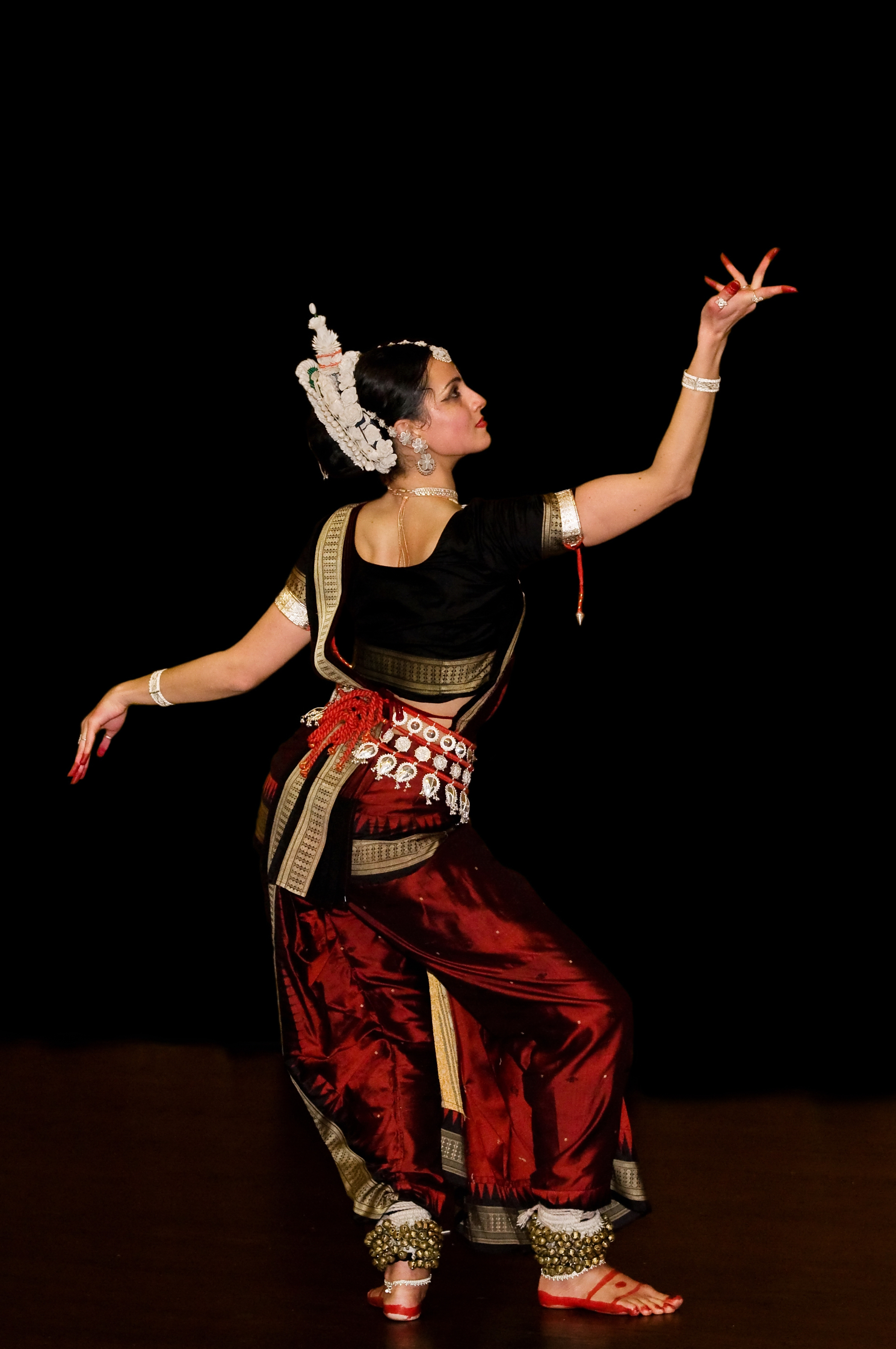 classical dance Divya music offers classical dance classes and hip hop dance lessons in india - bollywood dance lessons and free dance classes online - learn dance steps, dance classes in pune, mumbai and hyderabad.