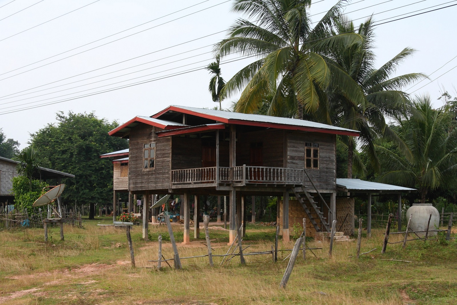 File stilt house in lao village 03 jpg wikimedia commons for Ome images