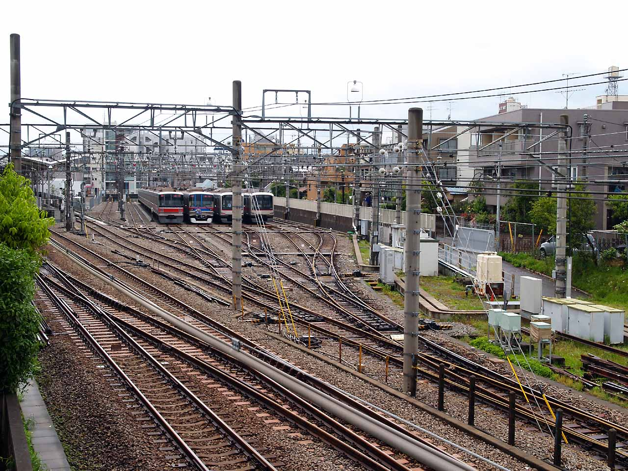 https://upload.wikimedia.org/wikipedia/commons/3/39/Tokyu_okusawa-yard_birdview2008.jpg