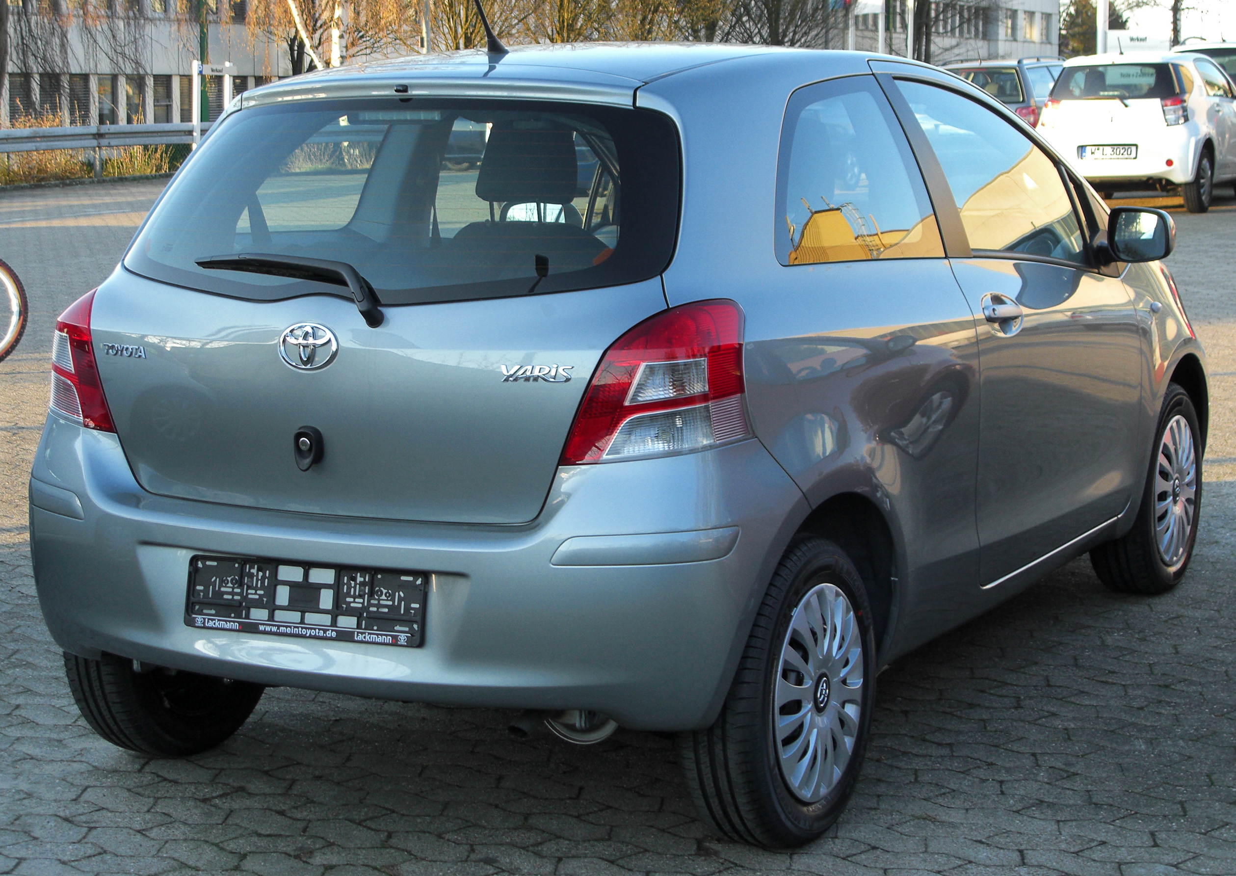 Kelebihan Toyota Yaris 2010 Review