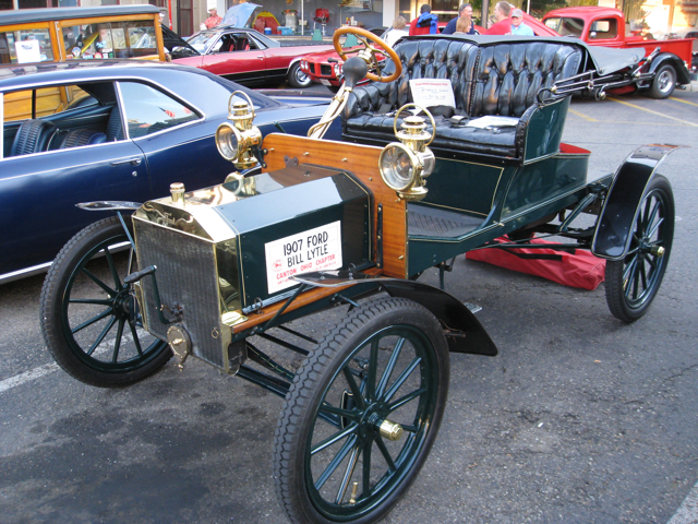 Build A Ford >> File:1907 Ford Model R front 34.png - Wikimedia Commons