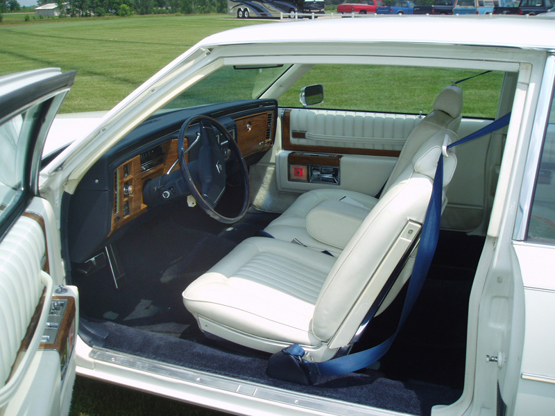 Description 1980 Cadillac Coupe Deville interior.jpg