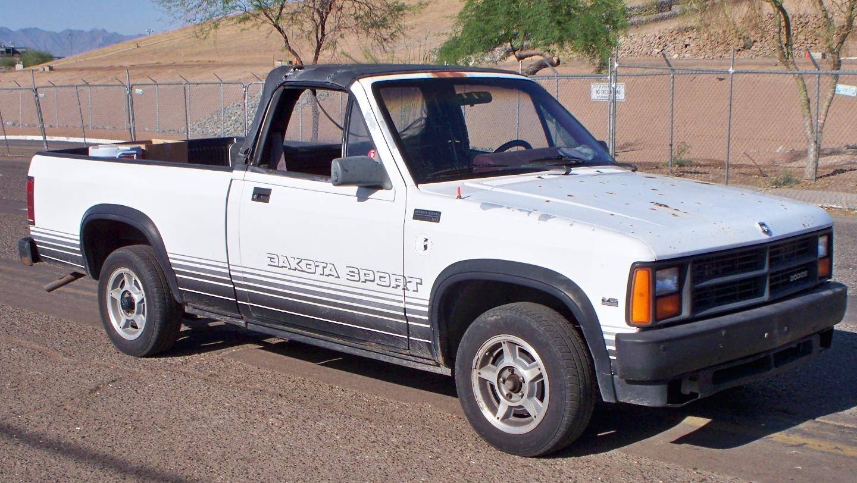 1989_Dodge_Dakota_right_front_quarter_vi