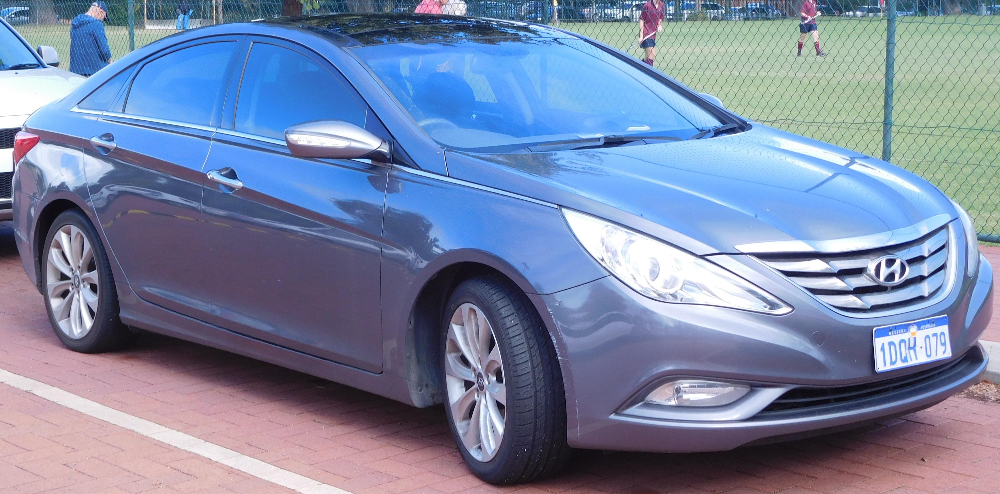 elantra and hyundai photos led brings features classy updates pricing tech sedan