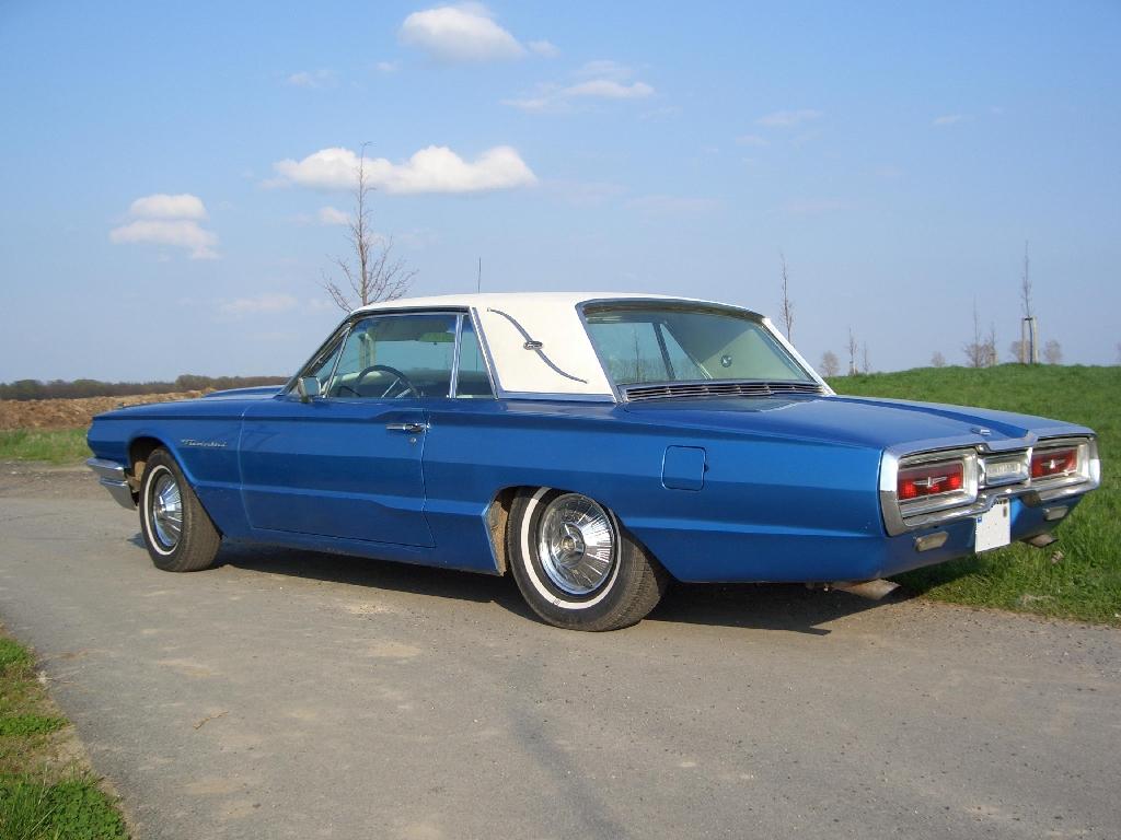 Ford Thunderbird.