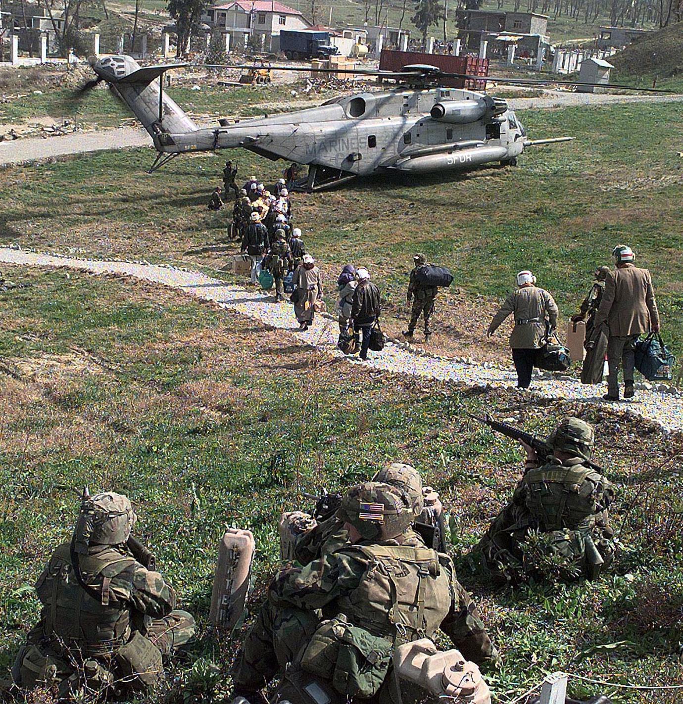 Эвакуация граждан США из Албании во время столкновений в марте 1997 года
