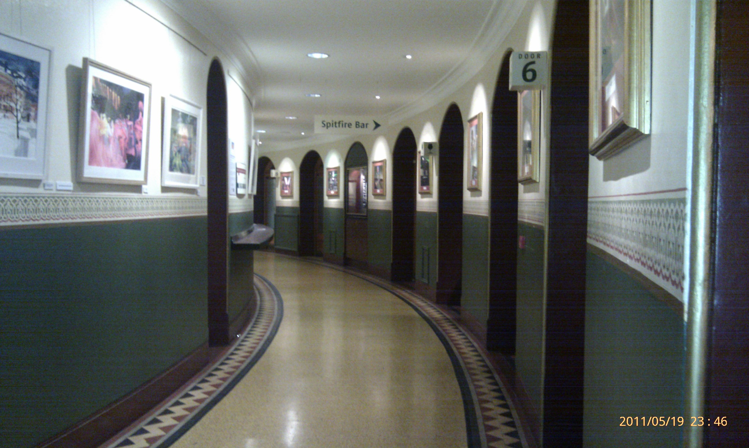 File amphi corridor royal albert wikimedia commons for Hallway photos