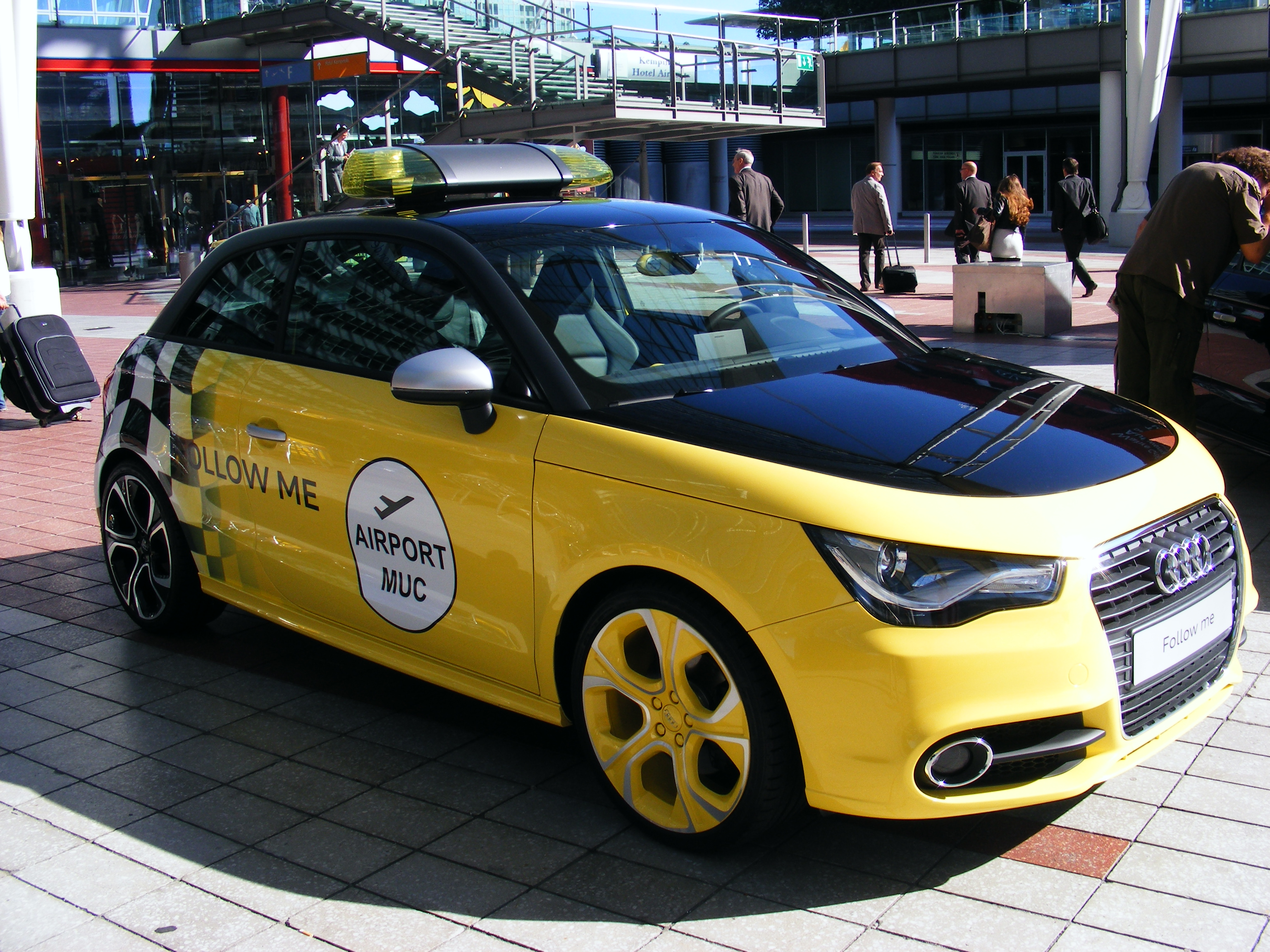 File:Audi A1 styled as a follow me car.JPG - Wikimedia Commons