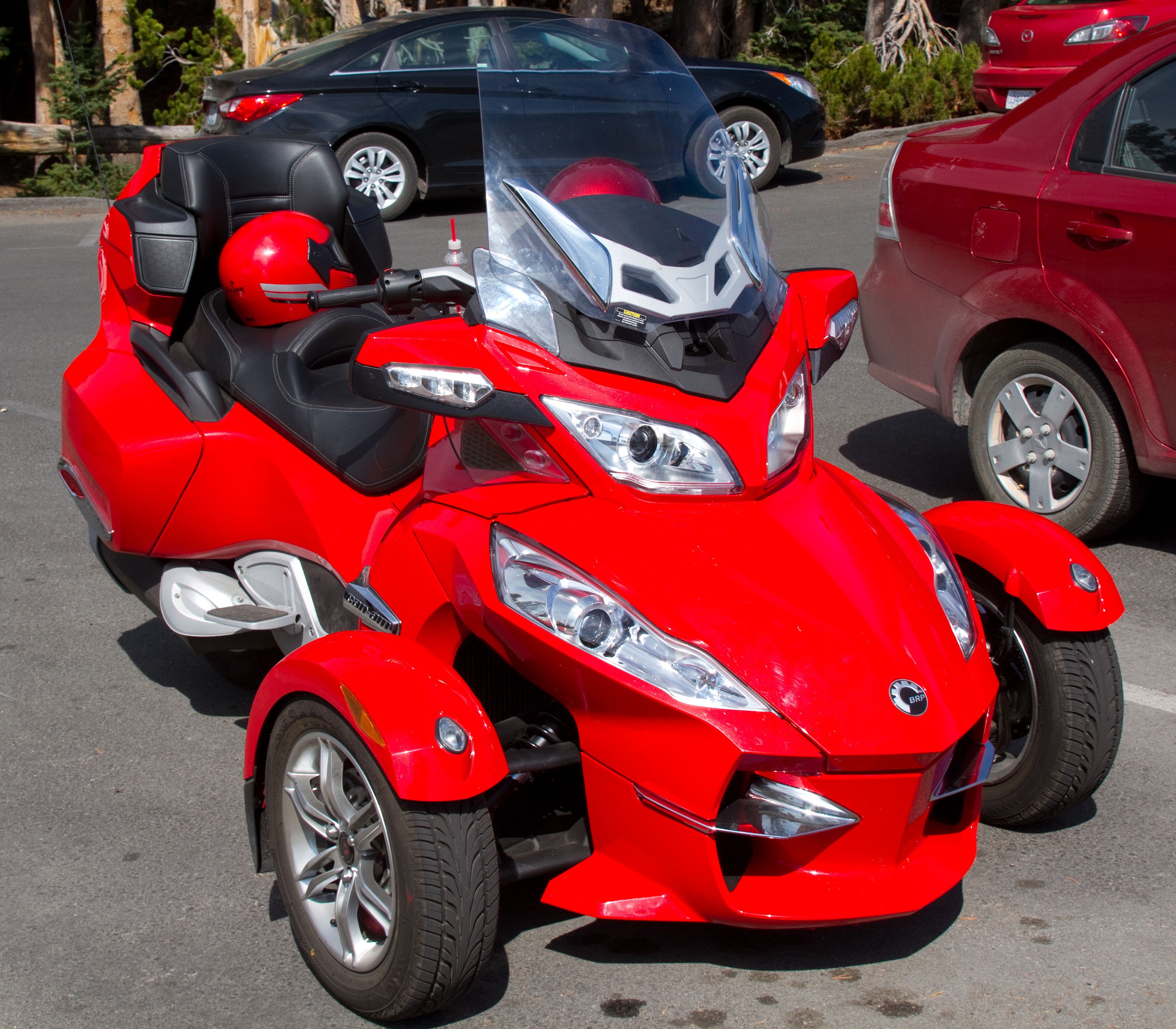 Brp Can Am >> File:BRP Can-Am Spyder Roadster (8044129660).jpg - Wikimedia Commons