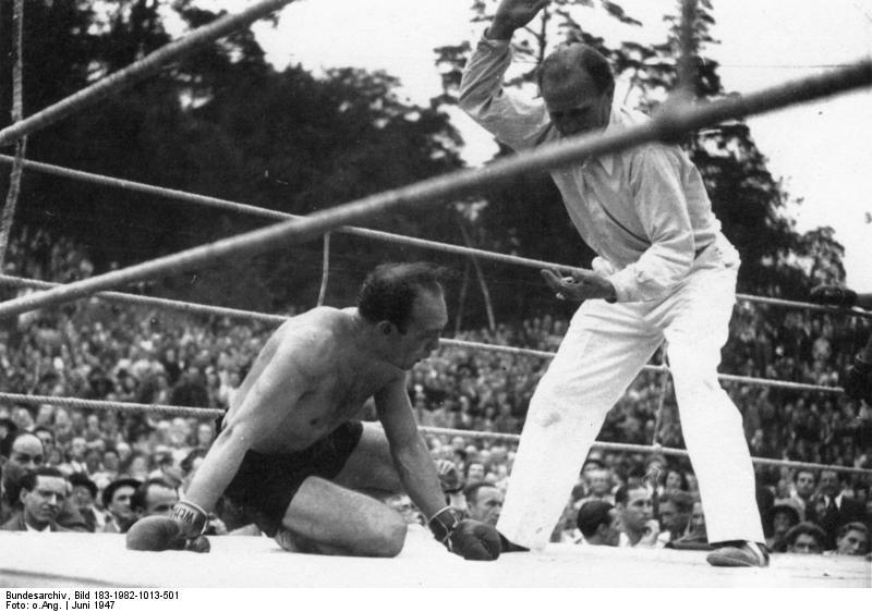 Bundesarchiv Bild 183-1982-1013-501, Boxkampf Hucks gegen Gahrmeister