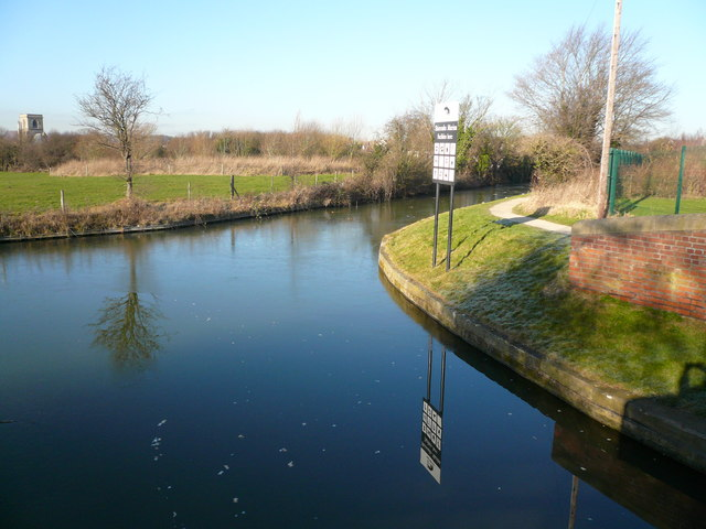 Chesterfield Canal - Shireoaks Marina Entrance - geograph.org.uk - 332510