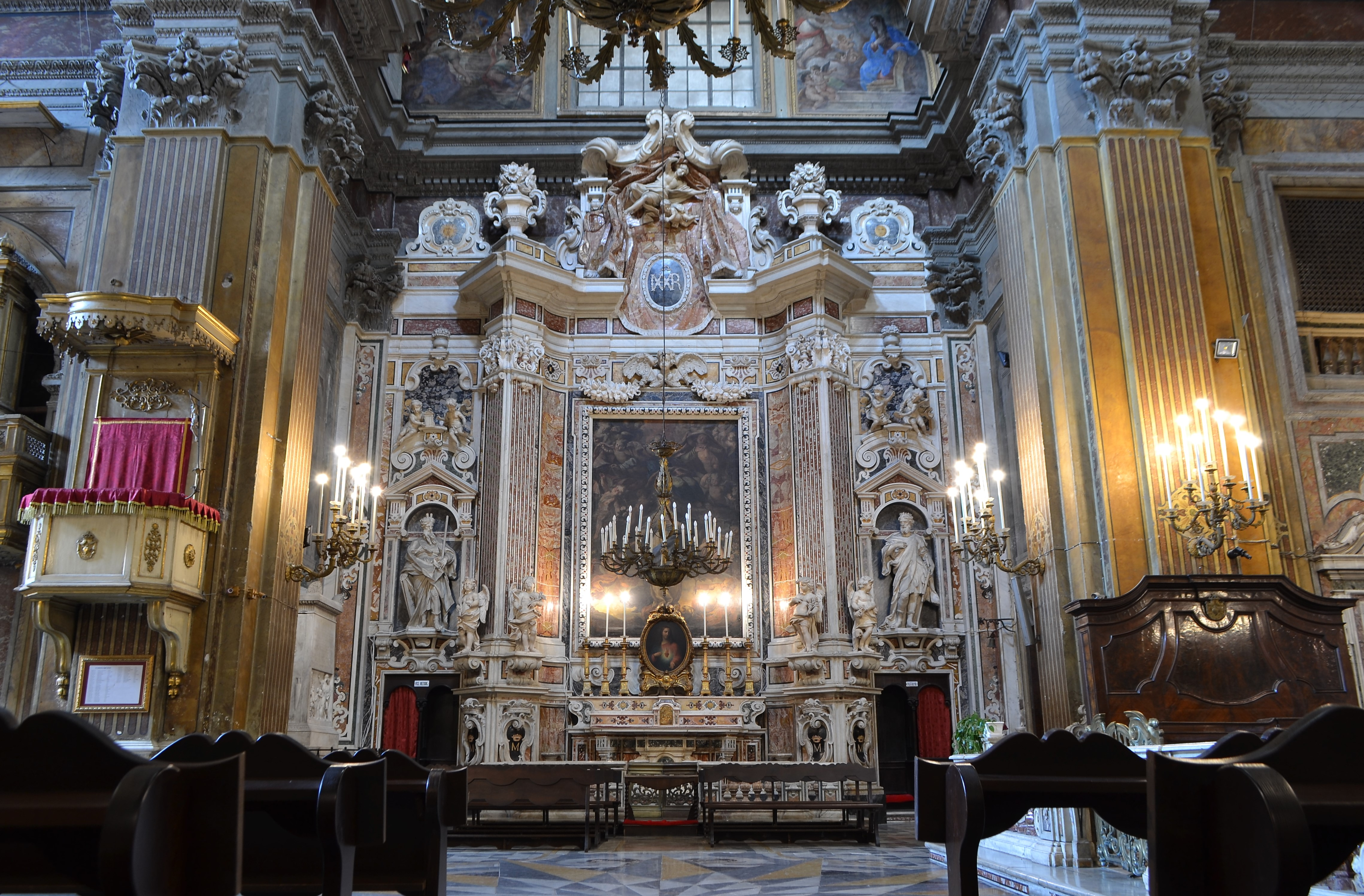 A click inside Chiesa di San Ferdinando