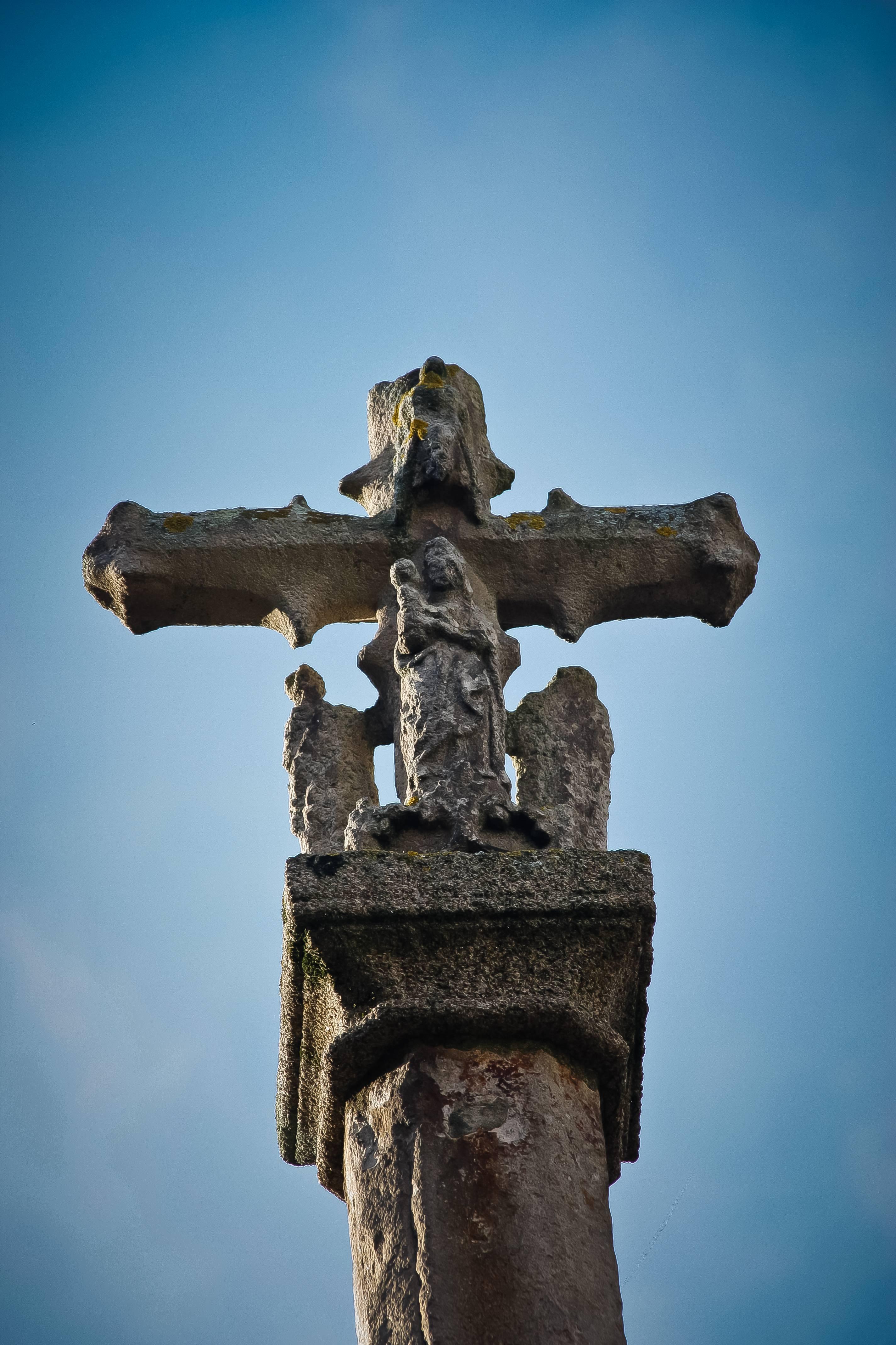 File Colegiata De Santa María Del Campo La Coruña Columna Con La Cruz Frente A La Entrada Jpg Wikimedia Commons