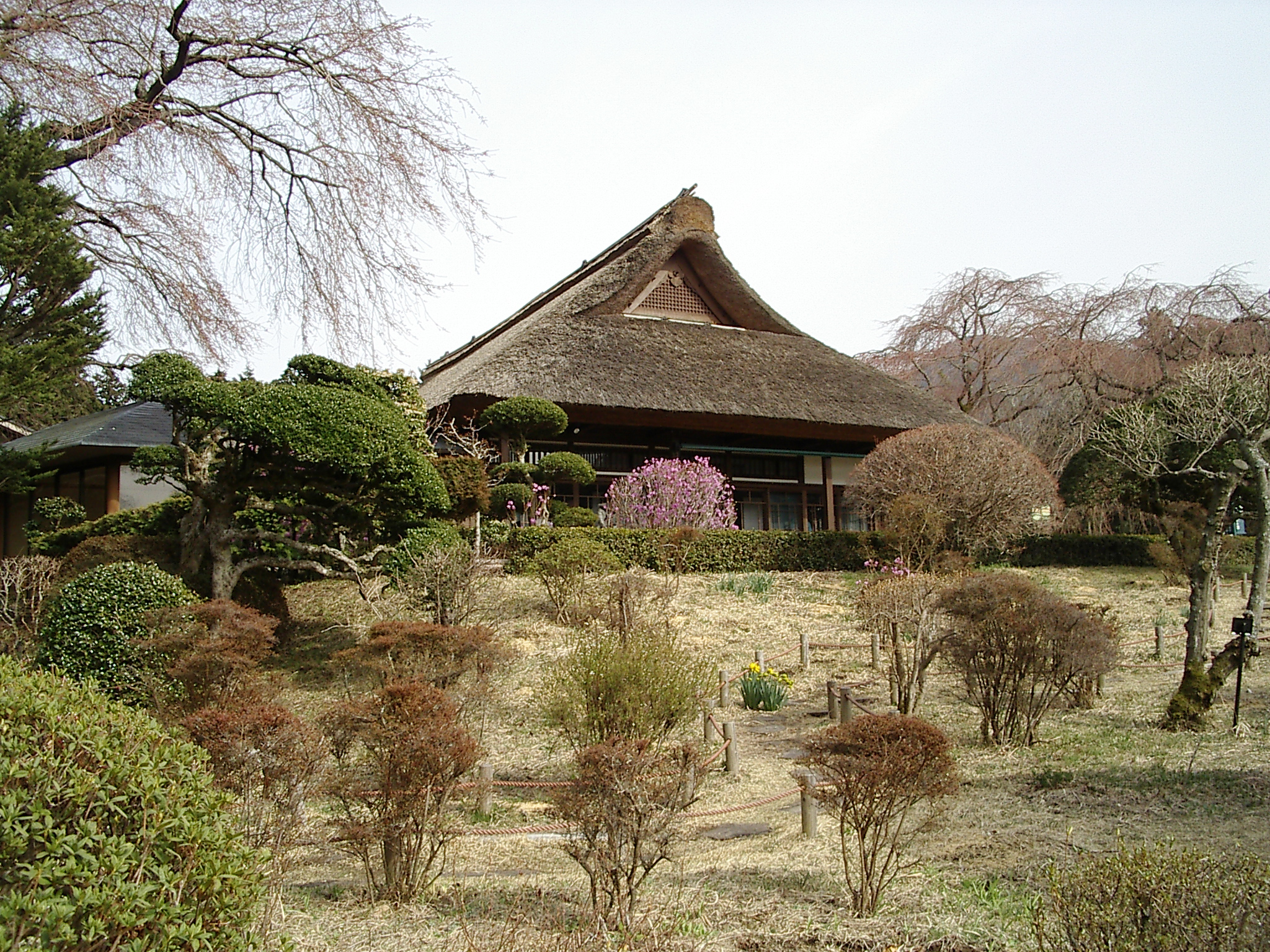 http://upload.wikimedia.org/wikipedia/commons/3/3a/Country_house_of_chichibunomiya.jpg