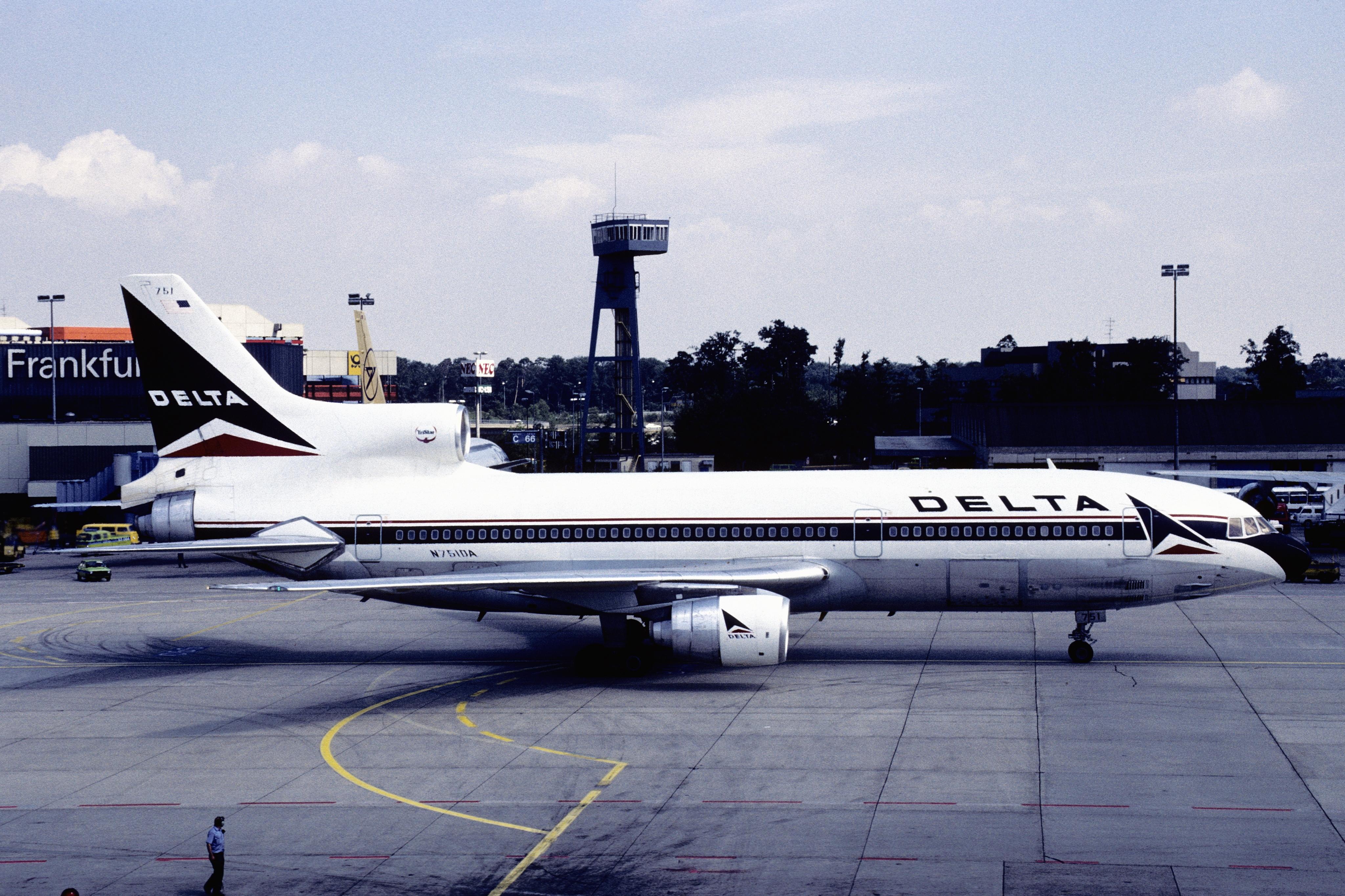 File:Delta Air Lines Lockheed L-1011 TriStar 500 (N751DA 1166) (