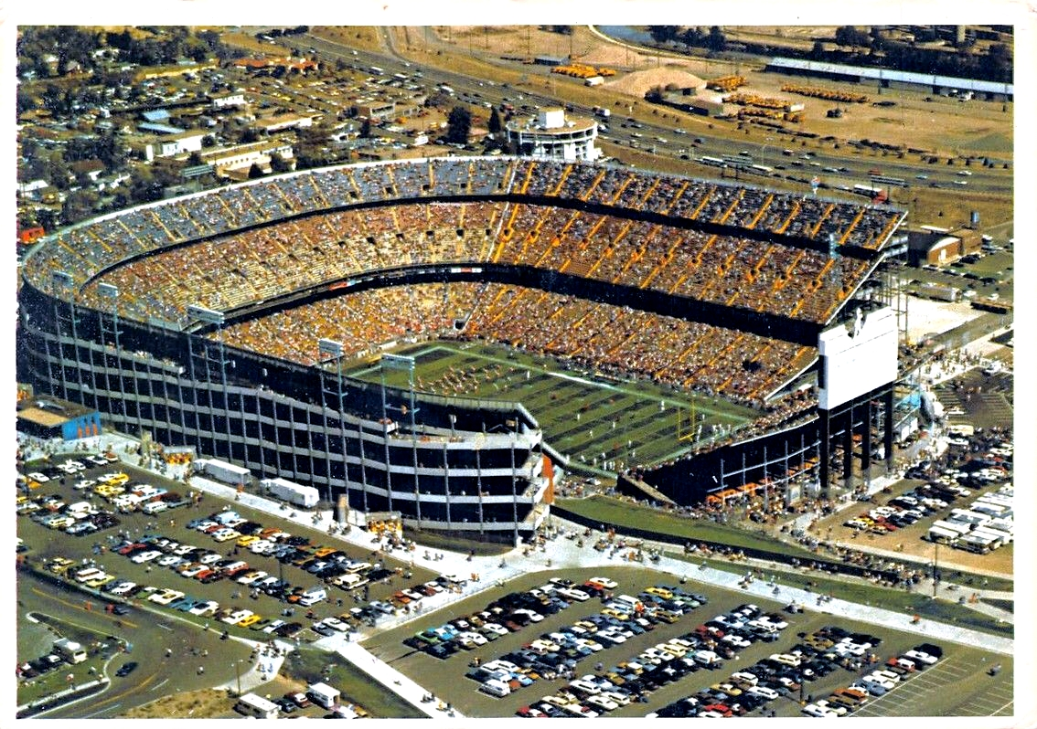 c2db600c Mile High Stadium - Wikipedia